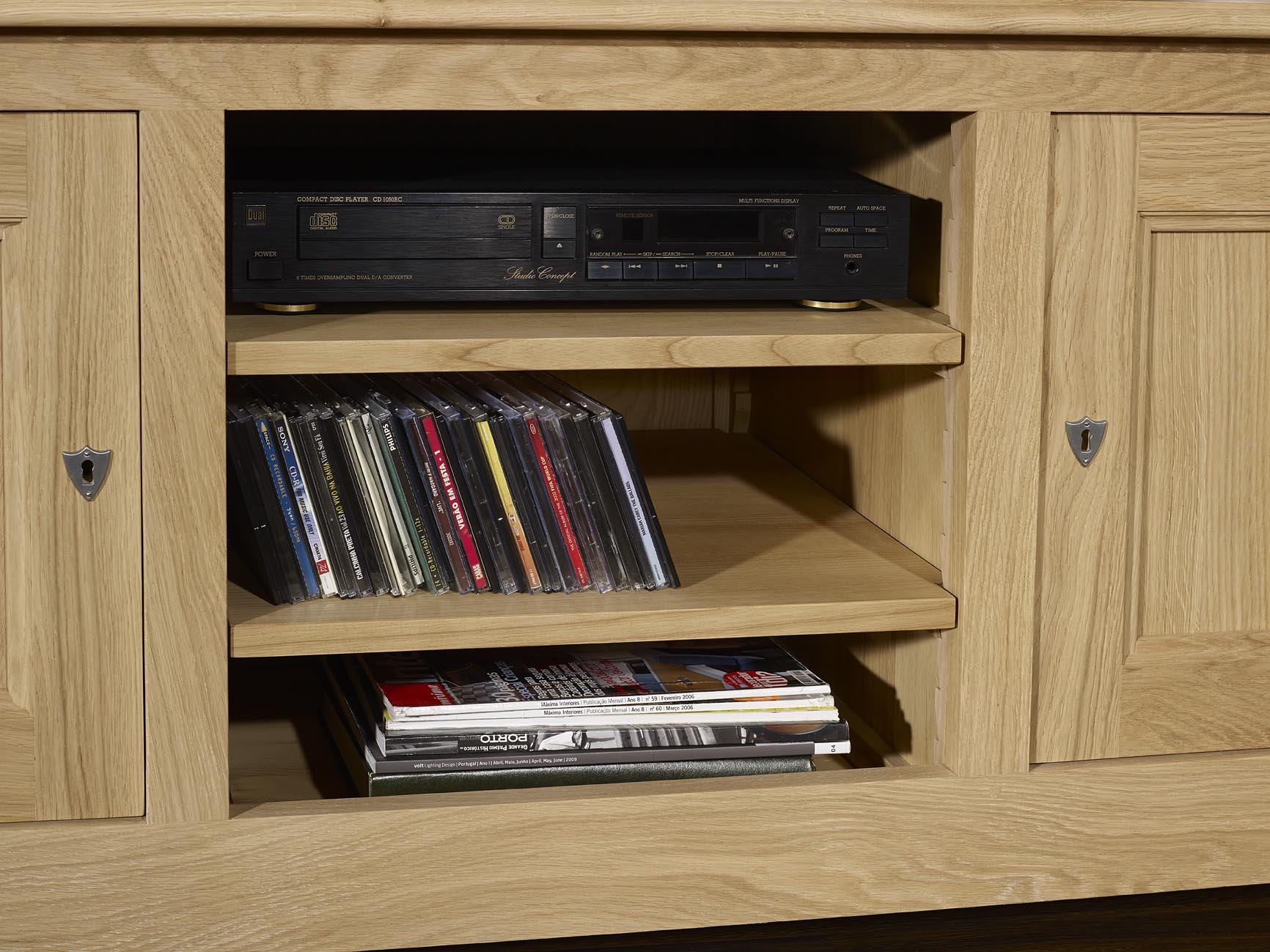 meuble en ch ne meuble tv 16 9eme amaury r alis en ch ne massif de style campagnard finition. Black Bedroom Furniture Sets. Home Design Ideas