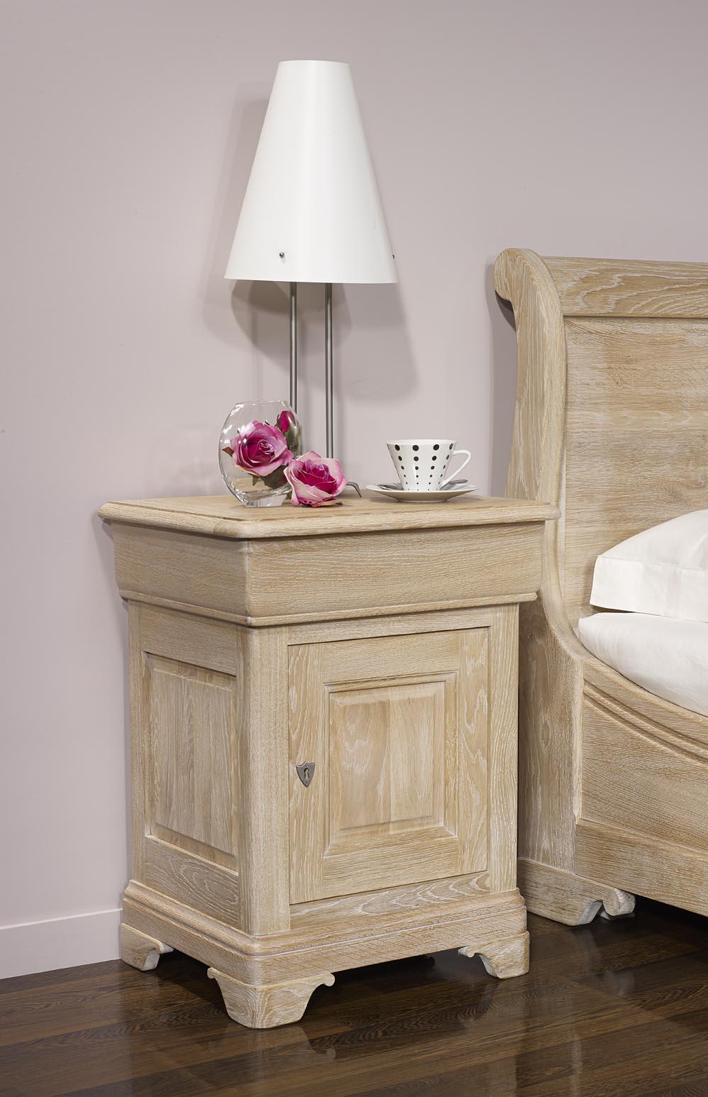 meuble en chne chevet hugo 1 porte 1 tiroir ralis en chne massif de style louis philippe. Black Bedroom Furniture Sets. Home Design Ideas