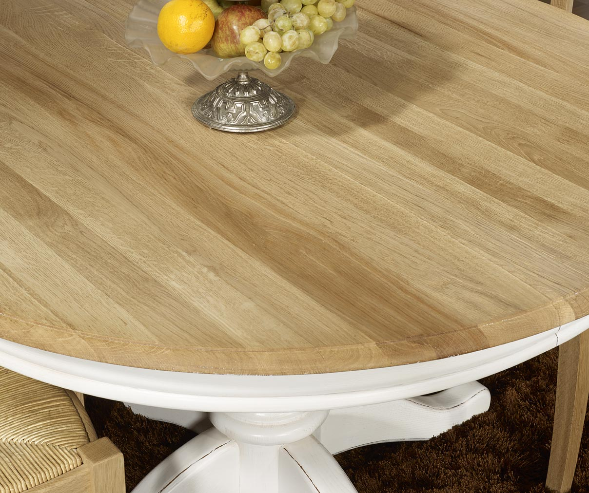 Meuble en chne table ronde pied central ralise en chne for Table ronde bois massif pied central